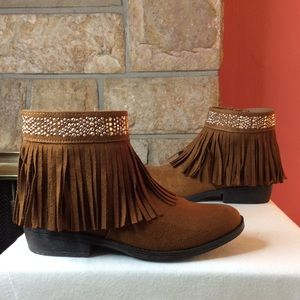 So RACHEL GIRLS BROWN FRINGE ANKLE BOOT WITH STUDS